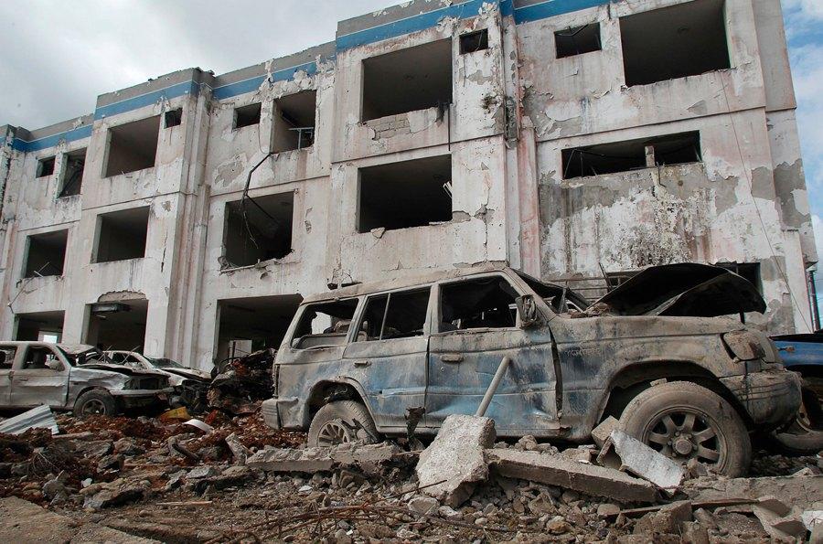 Carro-bomba explode e deixa 13 policiais feridos no Equador