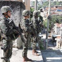 Existem várias comissões para fiscalizar a intervenção e poucas articulações para cooperar com o Exército