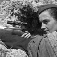 Muitos especialistas acreditam que a história de Lyudmila Pavlichenko carrega mais de lenda do que realidade