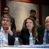 A senadora Vanessa Grazziotin, ao lado dos senadores Lindbergh Farias e Roberto Requião, durante visita a Caracas em 2015 - Federico Parra - 25.jun.15/AFP