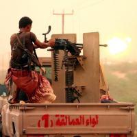 Força governistas do Iêmen disparam contra posição dos Houthis.