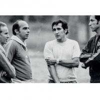A partir da esquerda: Treinador Zagalo, Admildo Chirol e Parreira, preparadores físicos e o supervisor Claudio Coutinho.