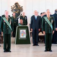 Passagem da chefia do Estado-Maior do exército, do Gen Ex Azevedo (E) para Gen Ex Paulo Humberto, em solenidade comandada pelo Gen Ex Villas Boas.