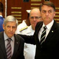 Presidente eleito, Jair Bolsonaro, ao lado do general da reserva Augusto Heleno durante visita ao Ministério da Defesa em Brasília Foto: Ernesto Rodrigues/Estadão