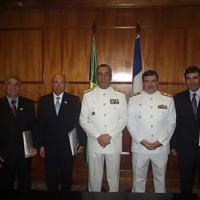 Almirante Moura Neto e representantes da empresa DCNS agora Naval Group
