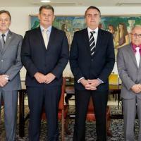 Gen Santa Rosa (º a partira da Direita) junto com o presidente Jair Bolsonaro. Foto Planalto.