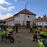 Carro-bomba estava dentro de uma escola que forma oficiais da Polícia Nacional colombiana