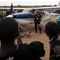 As atividades dos mercenários receberam atenção pública porque seu avião Cessna foi bloqueado por residentes em Kaga-Bandoro e liberado por ação das forças da ONU . As fontes sugerem que os três jornalistas assassinados estavam planejando documentar a presença da Wagner na mina Ndassima.