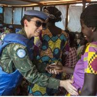 """Márcia Andrade Braga tem título de capitão de corveta e serve na Missão da ONU na República Centro-Africana; organização elogia """"excelente exemplo"""" de atuação feminina na manutenção da paz."""