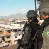 Civis que atiraram contra militares no Complexo da Penha serão processados por tentativa de homicídio
