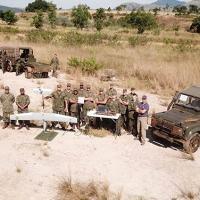 Militares e equipamentos HORUS FT-100 e TVR Plus durante o adestramento prático no Campo de Instrução de Gericinó