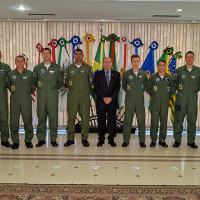 Dez representantes da equipe da FAB estiveram na Defesa