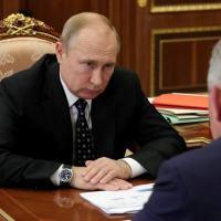 Presidente russo, Vladimir Putin, durante reunião com o ministro da Defesa, Sergei Shoigu, em Moscou 04/07/2019 Sputnik/Mikhail Klimentyev/Kremlin via REUTERS