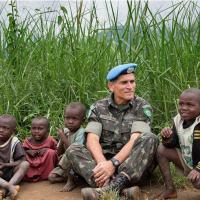 """General Santos Cruz vê """"grande iniciativa dos países"""" após realizar estudo sobre boinas-azuis"""