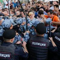 Força policial de Moscou empregou força desproporcional.