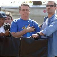 Bolsonaro, na Marcha para Jesus; colete à prova de balas e segurancas com pastas-escudo Foto: DIDA SAMPAIO/ESTADAO