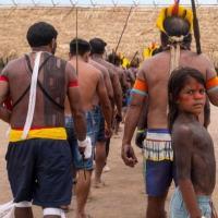 Indígenas se apresentam durante encontro que reuniu representantes 14 etnias e de quatro reservas extrativistas na Terra Indígena Menkragnoti, no Pará