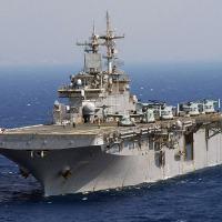 Ao navegar para seu novo porto na Virgínia o LHC-1 Wasp com grupo de fuzileiros e MV-22B Ospreys,