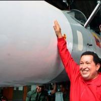 Chavém em visita ao centro de manutenção dos SU-30MK2, em 2010. Na época os caças já operavama n aVnezuela há 4 anos.