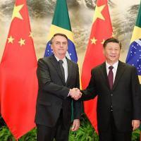 Presidentes Xi Jinping e Jair Bolsonaro cumprimenta-se após a assinatura da declaração conjunta. 25 Outubro 2019