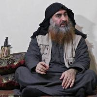 Abu Bakr al-Baghdadi, líder do EI (Estado Islâmico) e um dos terroristas mais procurados do mundo, aparece em vídeo divulgado pelo grupo terrorist