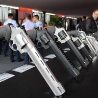 Considerada uma das maiores fabricantes de armas do mundo, a Taurus celebra sua trajetória de sucesso junto com parceiros e autoridades do setor