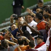 Bolsonaro comparece ao estádio Bezerrão, na cidade do Gama, região administrativa do Distrito Federal, para assistir ao jogo de Itália e Paraguai, pela Copa do Mundo Sub-17 - Pedro Ladeira/Folhapress - 3.nov.2019