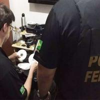 Policiais federais em ação da Operação Darknet Foto: PolíciaFederal