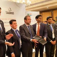 Segundo a empresa gaúcha, o início da produção ocorrerá ainda em 2020 e existe uma expectativa de o governo indiano comprar meio milhão de fuzis em cinco anos.