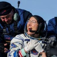 Astronauta da NASA, Christina Koch, aterrissou no Cazaquistão depois de 328 dias no espaço