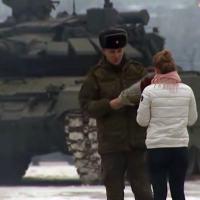 O Canal Militar Russo TV ZVEDA apresntou o pedido de casamento de um tanquista