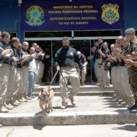 Apolo saudado por agentes da PRF, PM/RJ, Fuzileiros Navais e Policias do Exército. Foto Agência PRF