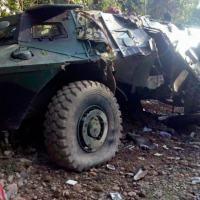 Viatura blindada do Exército da Colômbia M1117 Guardian da Textron destruído pelas forças da guerrilha no país.