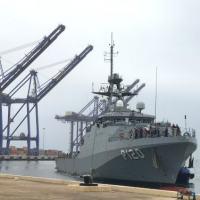 """NPaOc """"Amazonas"""" atracado em Walvis Bay, na Namíbia, primeiro porto visitado pelo navio durante a Obangame Express 2020"""