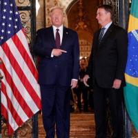 Assinado por Bolsonaro na Flórida, acordo é negociado desde 2017 e prevê o desenvolvimento de projetos conjuntos entre empresas brasileiras e americanas do setor de defesa.