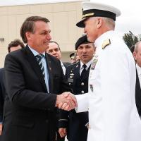 Presidente Jair Bolsonaro cumprimenta o Almirante Faller Comandante do US SOUTHCOM (Comando Militar Sul)