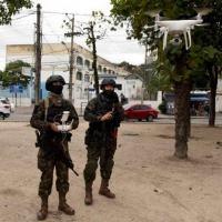 Fuzileiros Navais da Marinha do Brasil operando drone no Rio de Janero.