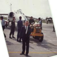 Eng Ozires Silva na entrega da primeira aeronave AMX para a FAB em 1989, Base Aérea Santa Cruz, RJ. Na oportunidade por bloqueio do Sindicato dos Metalúrgicos de SJC a solenidade foi transferida para o Rio de Janeiro. Foto Arquivo DefesaNet