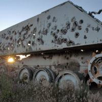 Aterrorizadora foto de uma M113 usado como alvo. Não motiva muito aos infasntes combaterem desde Viaturas Blindadas.