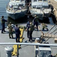 Militares durante atividade prática a bordo do Rebocador de Porto