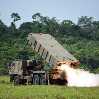 Pela primeira vez, Artilharia do Exército dispara com o Sistema ASTROS2020 em ambiente operacional amazônico