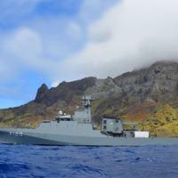 """NPaOc """"Amazonas"""" durante apoio logístico aos militares na Ilha da Trindade"""