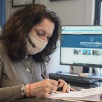 Cristina Liliana Caamaño Iglesias Paíz  mandou digitalizar e publicou o livro de atas de todos os movimentos administrativos da Agência Federal de Inteligência da Argentina.