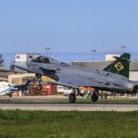 ripen F-39 decola de Navegantes, Santa Catarina, em direção às instalações da Embraer, em Gavião Peixoto Foto FAB