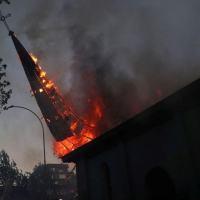 CHILE - Igreja é incendiada em aniversário de protestos