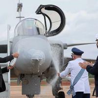 Aproveitando a cerimônia comemorativa do Dia do Aviador foi apresentado o caça F-39 Gripen da FAB