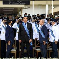 Militares silenciam e perdem status de 'garantidores' com aliança entre Bolsonaro e grupo que ele sempre criticou
