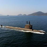 """Submarino """"Riachuelo"""" navega no interior da Baía de Sepetiba"""