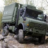 Marinha formalizou a compra de 90 caminhões UNIMOG 5000