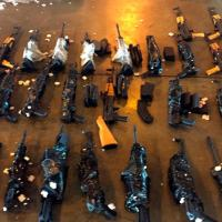 Foto de contrabando de armas interceptado no Galeão.